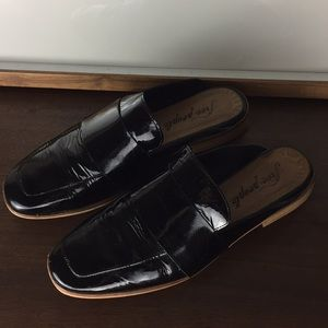 FREE PEOPLE Patent Leather Slide On Mules Flats 38